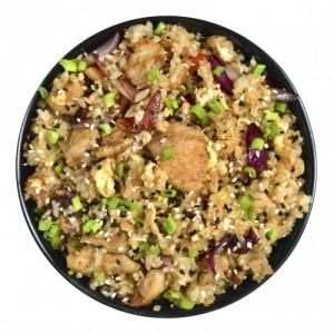 Курица с рисом в пикантном соусе.